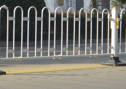 京式护栏:      总尺寸:1200*3000mm      立柱:60*80*2*1000